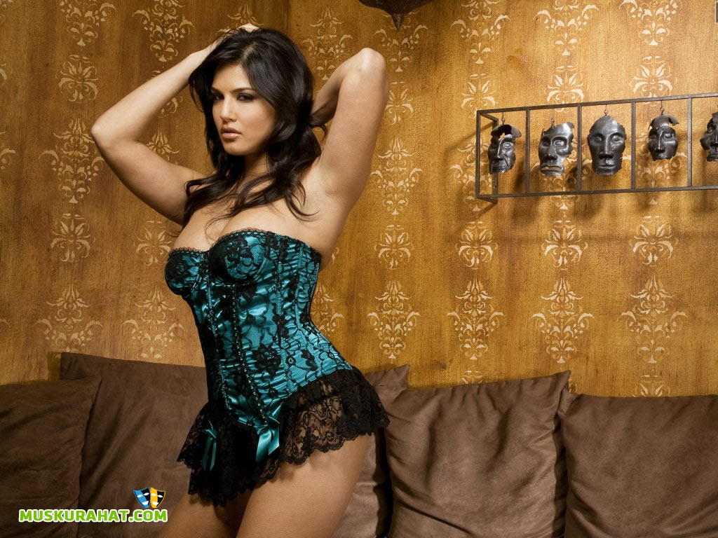 WALLPAPERS BOLLYWOOD CELEBRITIES SUNNY LEONE WALLPAPER